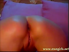EnjoyMyDessert plays with her tight asshole on stickam